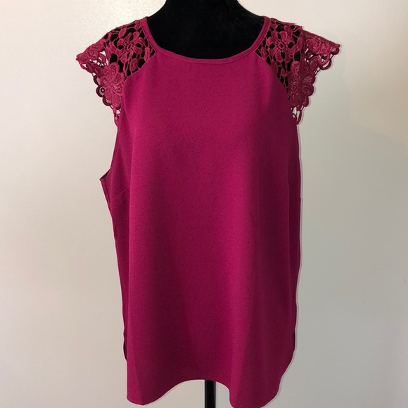 Suzy Shier Tops - Raspberry pink Lace cap sleeve top